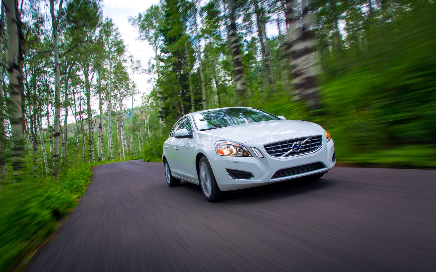 2013 Volvo S60 T5 AWD Front Right View 41