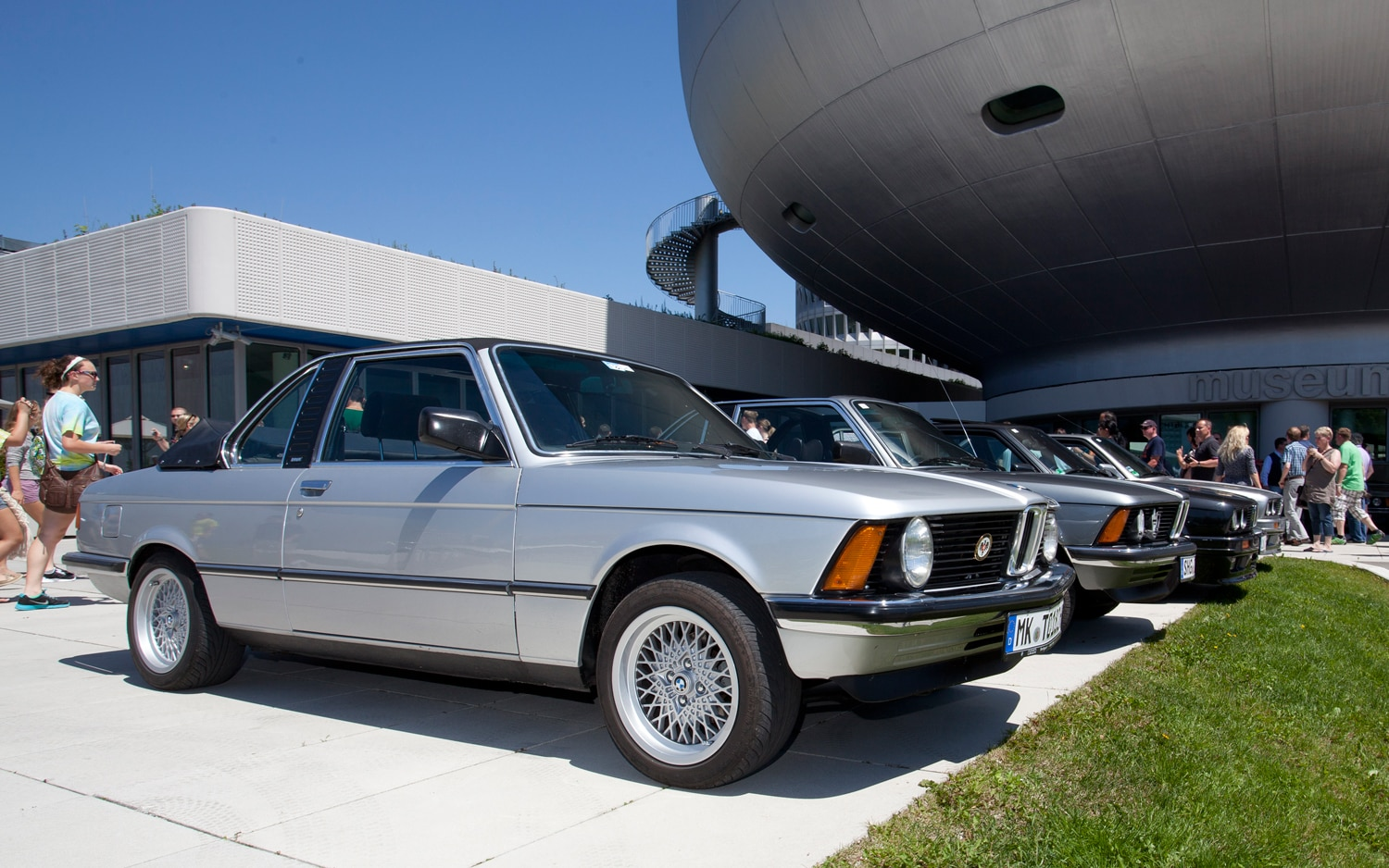BMW E21 3 Series In A Row1