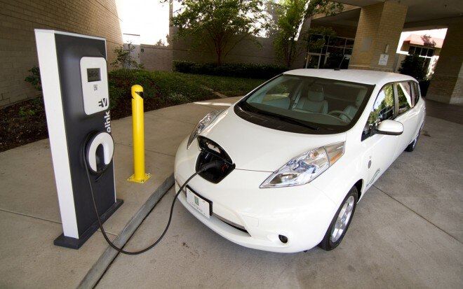 Nissan Leaf Limo Front Three Quarter Charger1 660x413