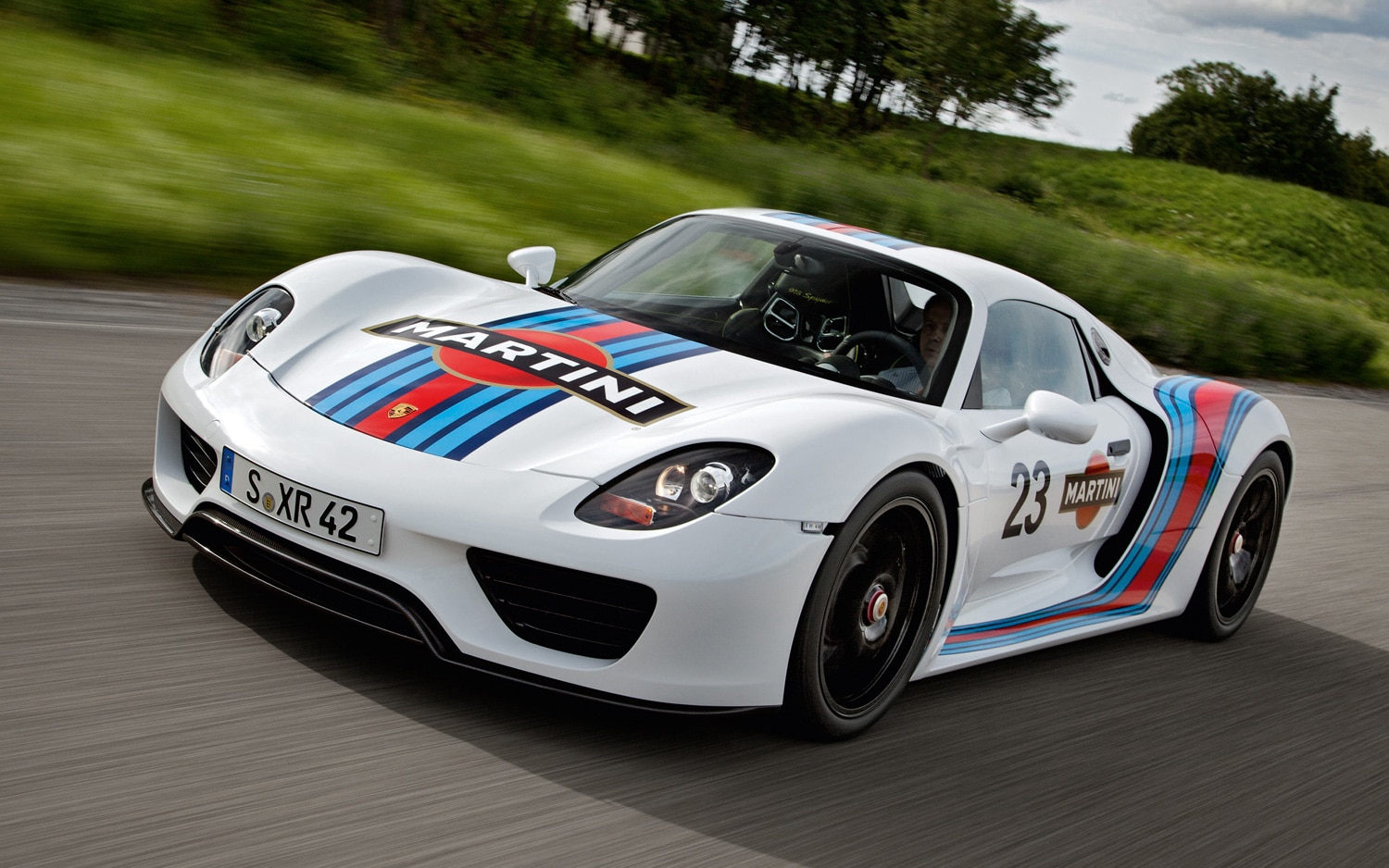Porsche 918 Spyder Prototype Martini Racing Front Three Quarters View At Speed1