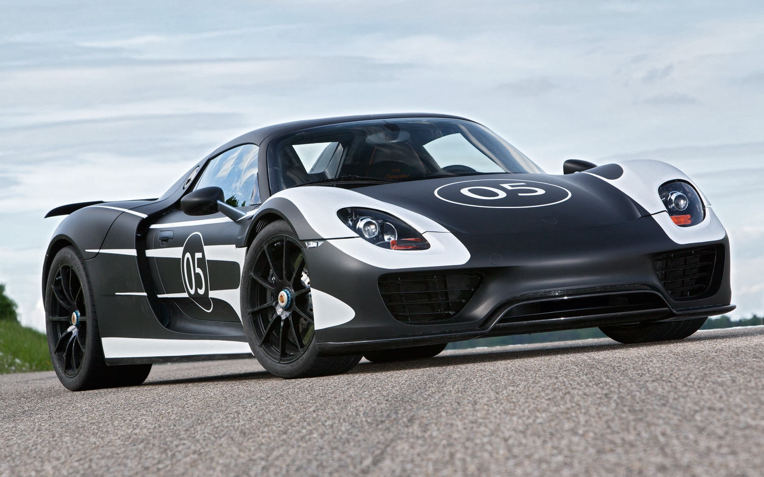 Porsche 918 Spyder Front Three Quarter 31