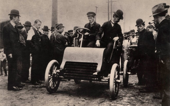 1902 Cadillac Prototype In Crowd1 660x413