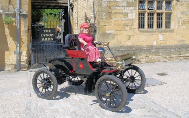 1904 Oldsmobile Curved Dash With Joy Rainey 660x413