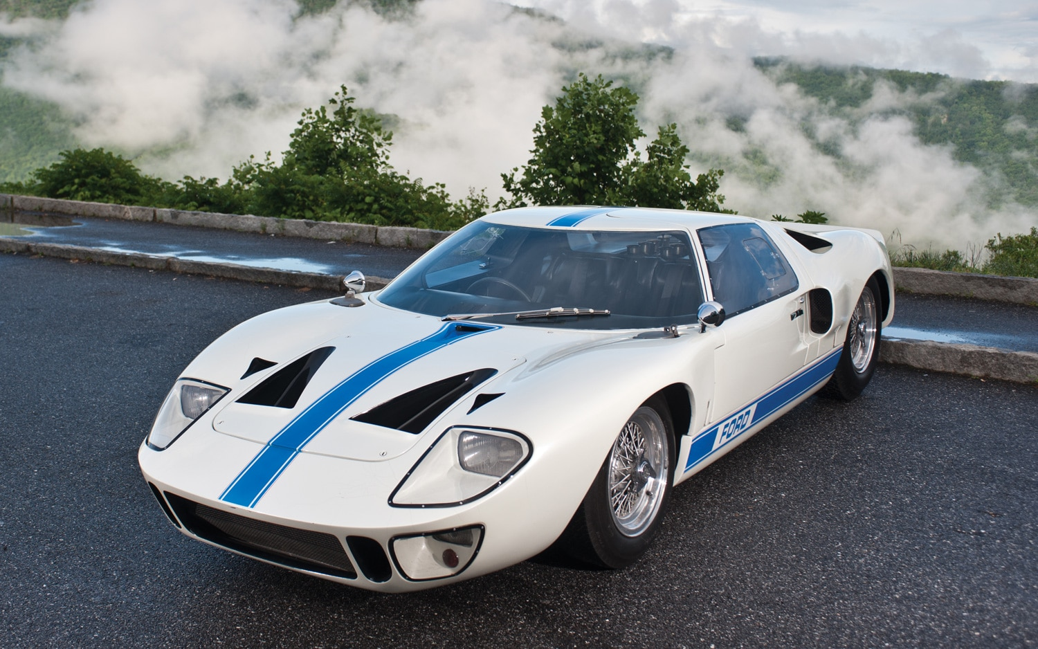 ford gt40 used in le mans sells for 11 million sets new american car record. Black Bedroom Furniture Sets. Home Design Ideas