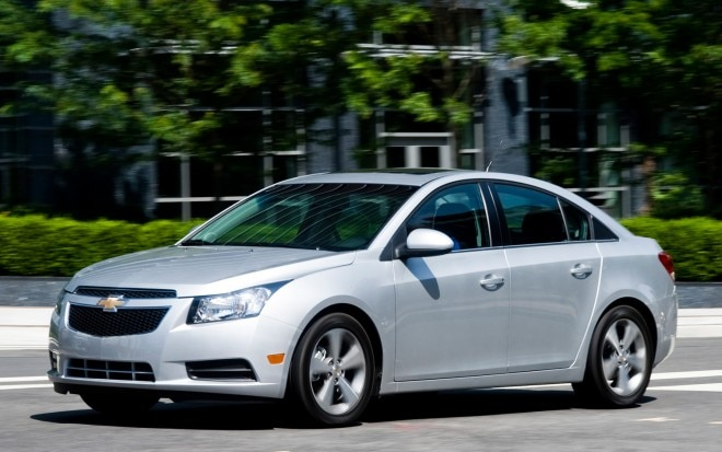 2012 Chevrolet Cruze LT Front Three Quarter1 660x413