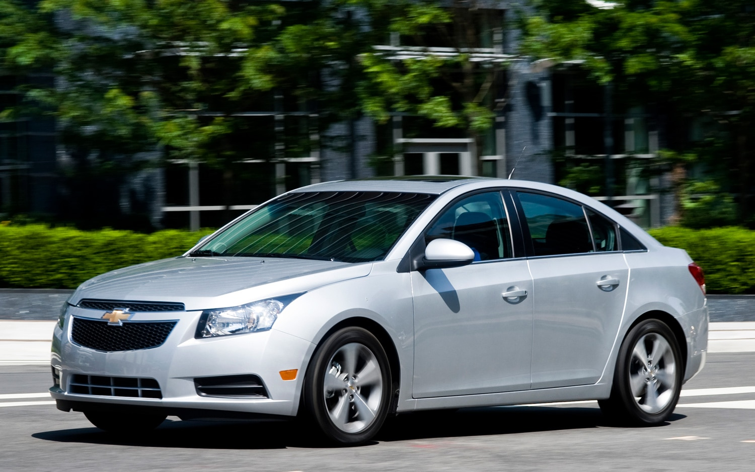 2012 Chevrolet Cruze LT Front Three Quarter1