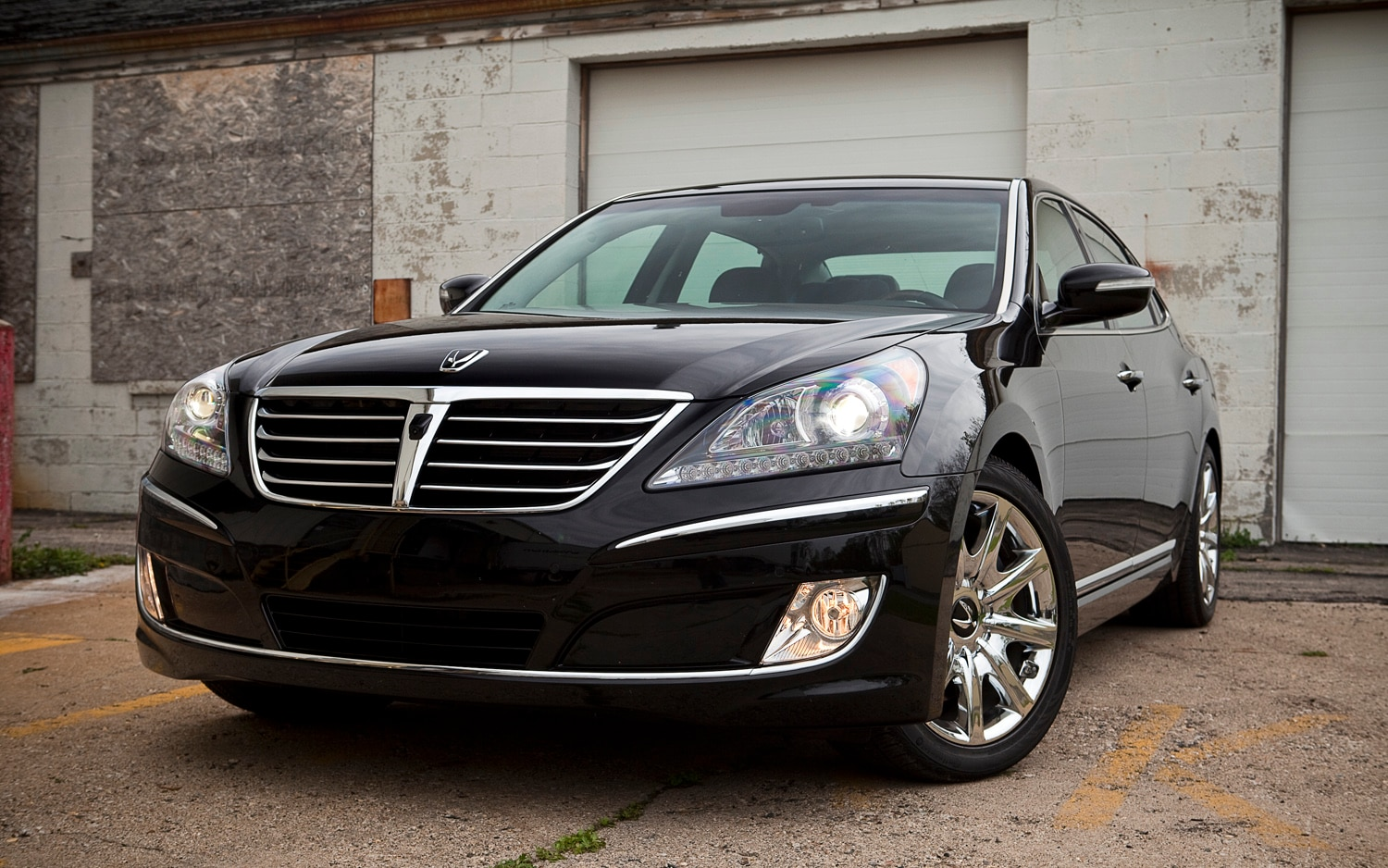 2012 Hyundai Equus Ultimate Front Left View1