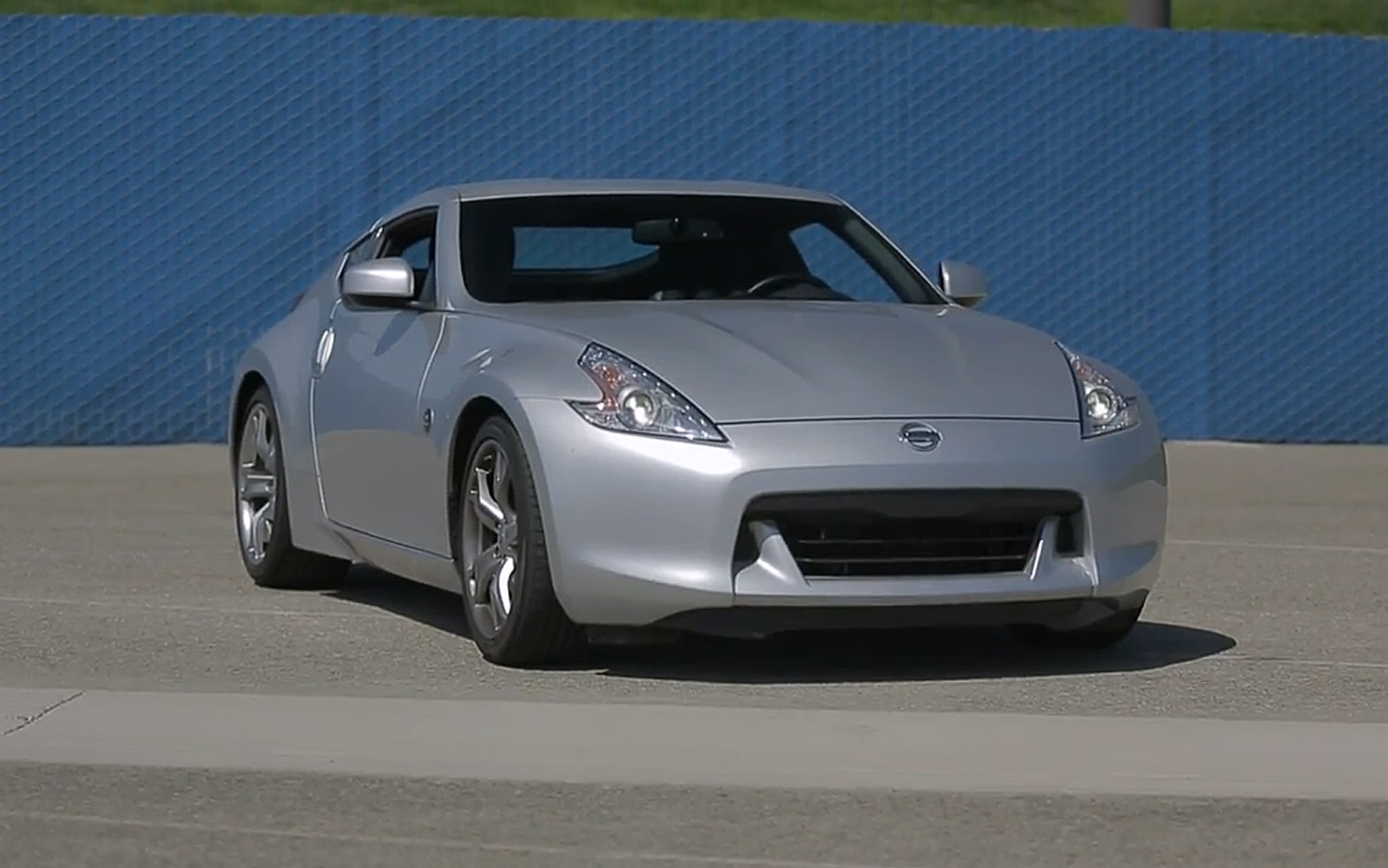 feature flick: the 2012 nissan 370z is rough and rewarding