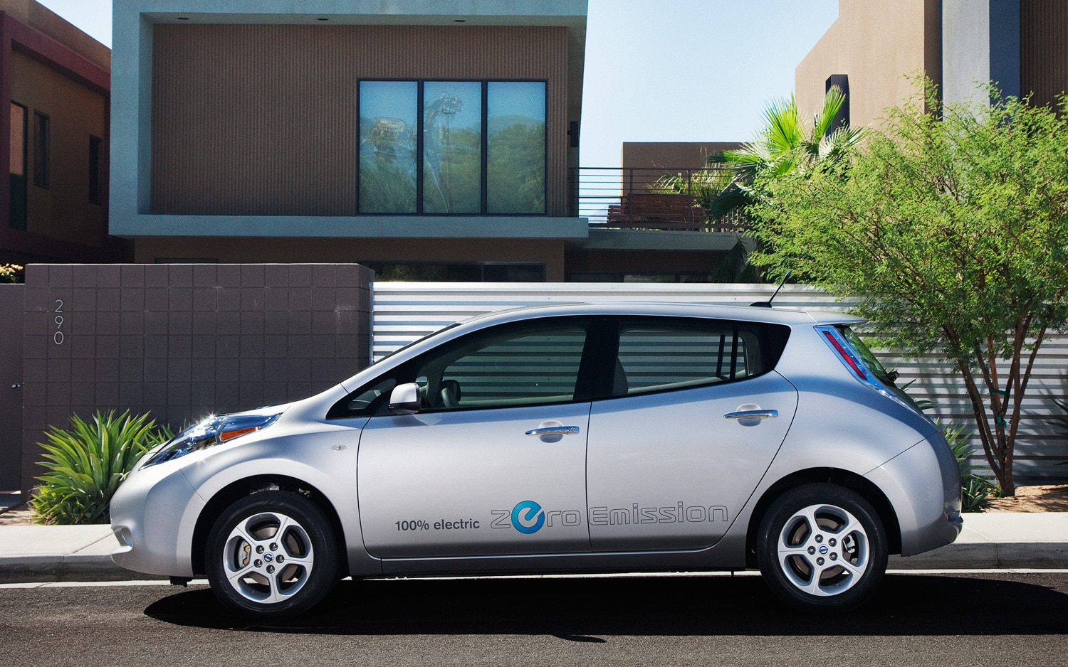 2012 Nissan Leaf Profile1