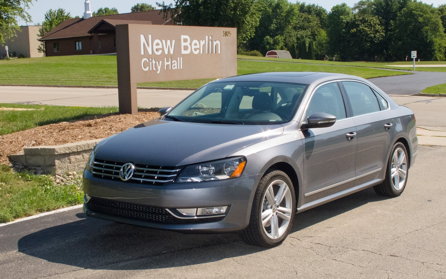 2012 Volkswagen Passat SE TDI Front Left Side View 21