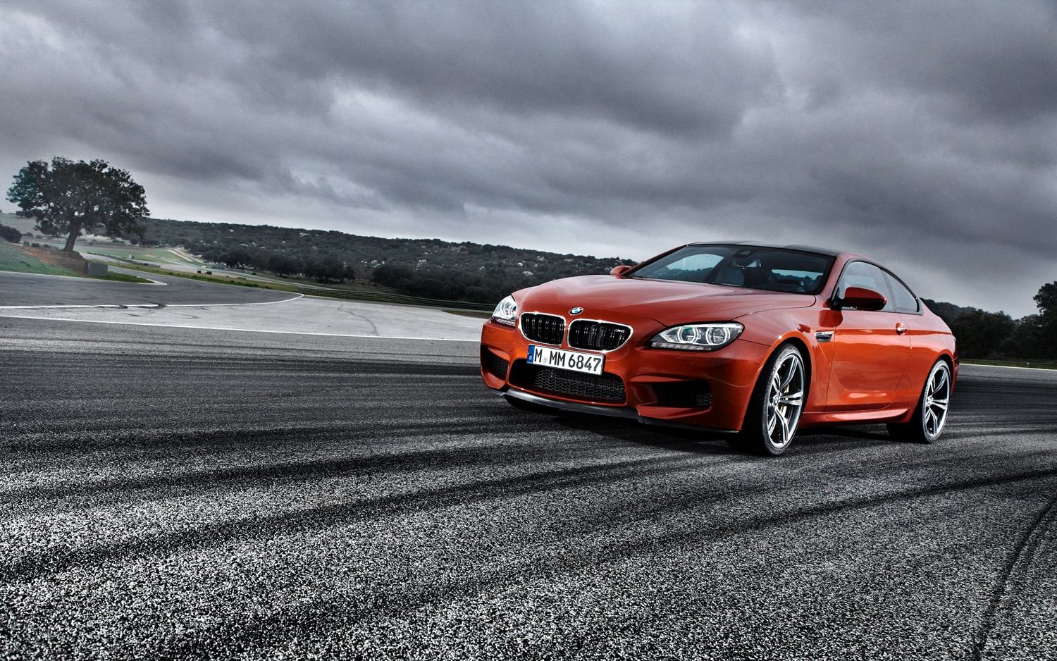 2013 BMW M6 Coupe Front Left View 21
