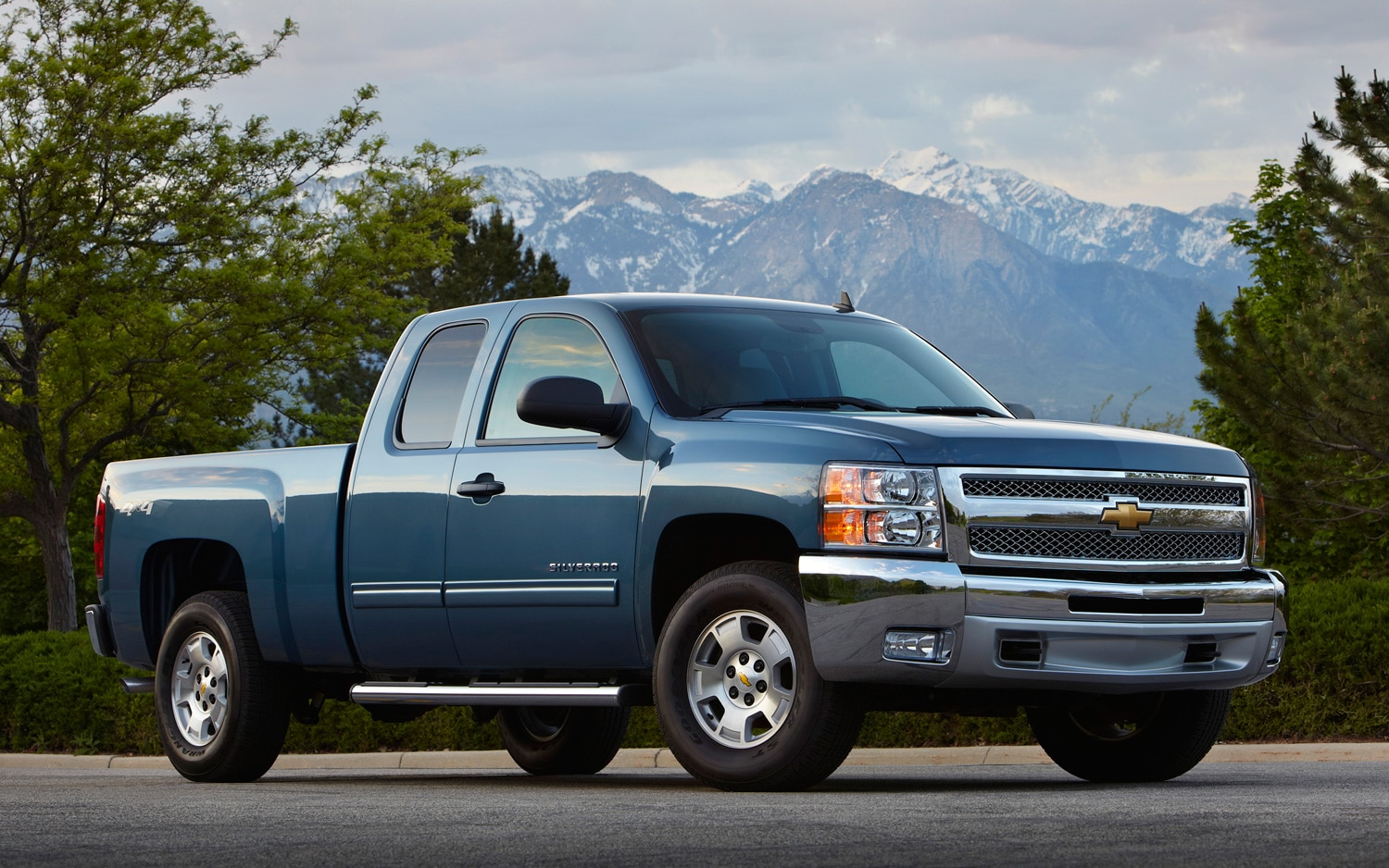 2013 Chevrolet Silverado Front Three Quarter1