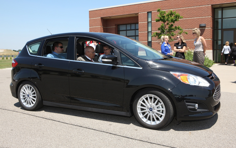 2013 Ford C Max Energi Front Three Quarter Real1