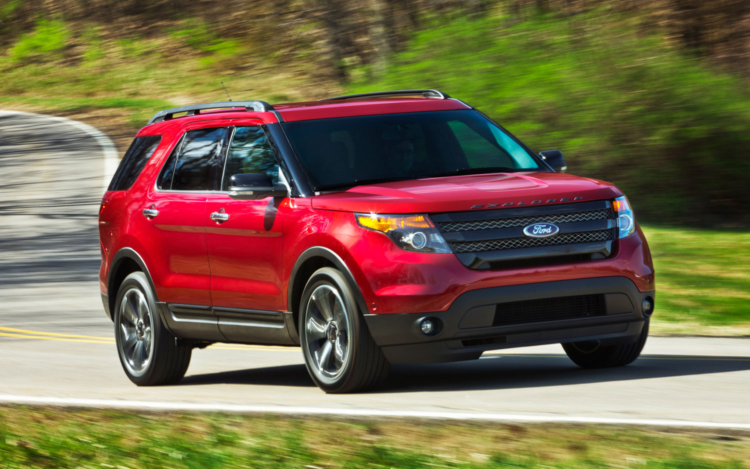 2013 Ford Explorer Sport Front Three Quarters View Red1