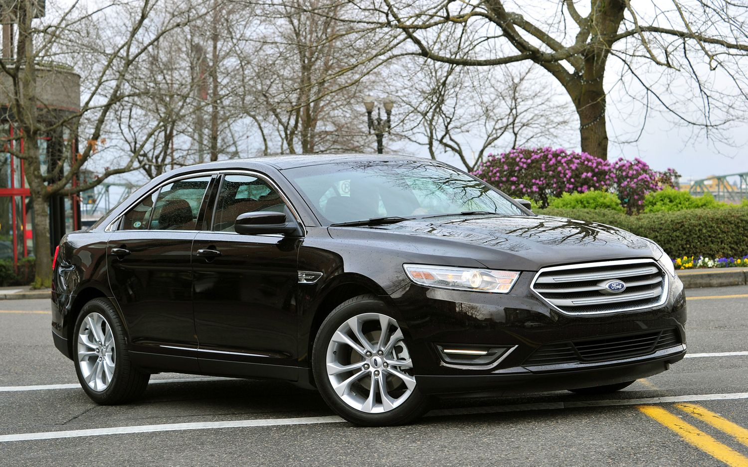 2013 Ford Taurus SHO Performance Package Front Three Quarter1