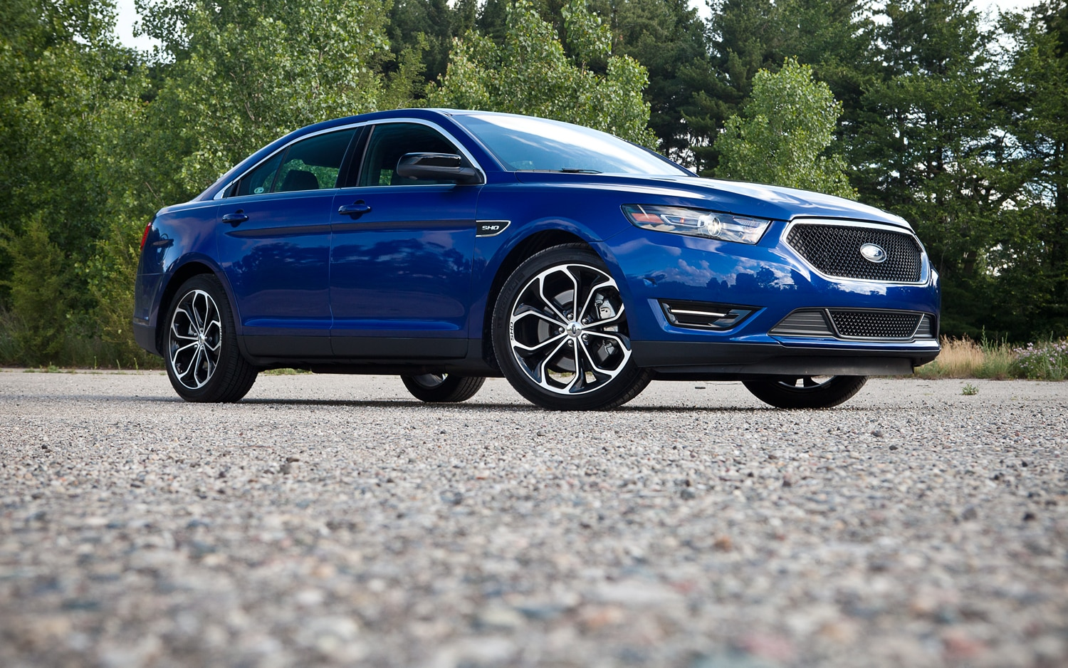 2013 Ford Taurus SHO Front Right Side View2