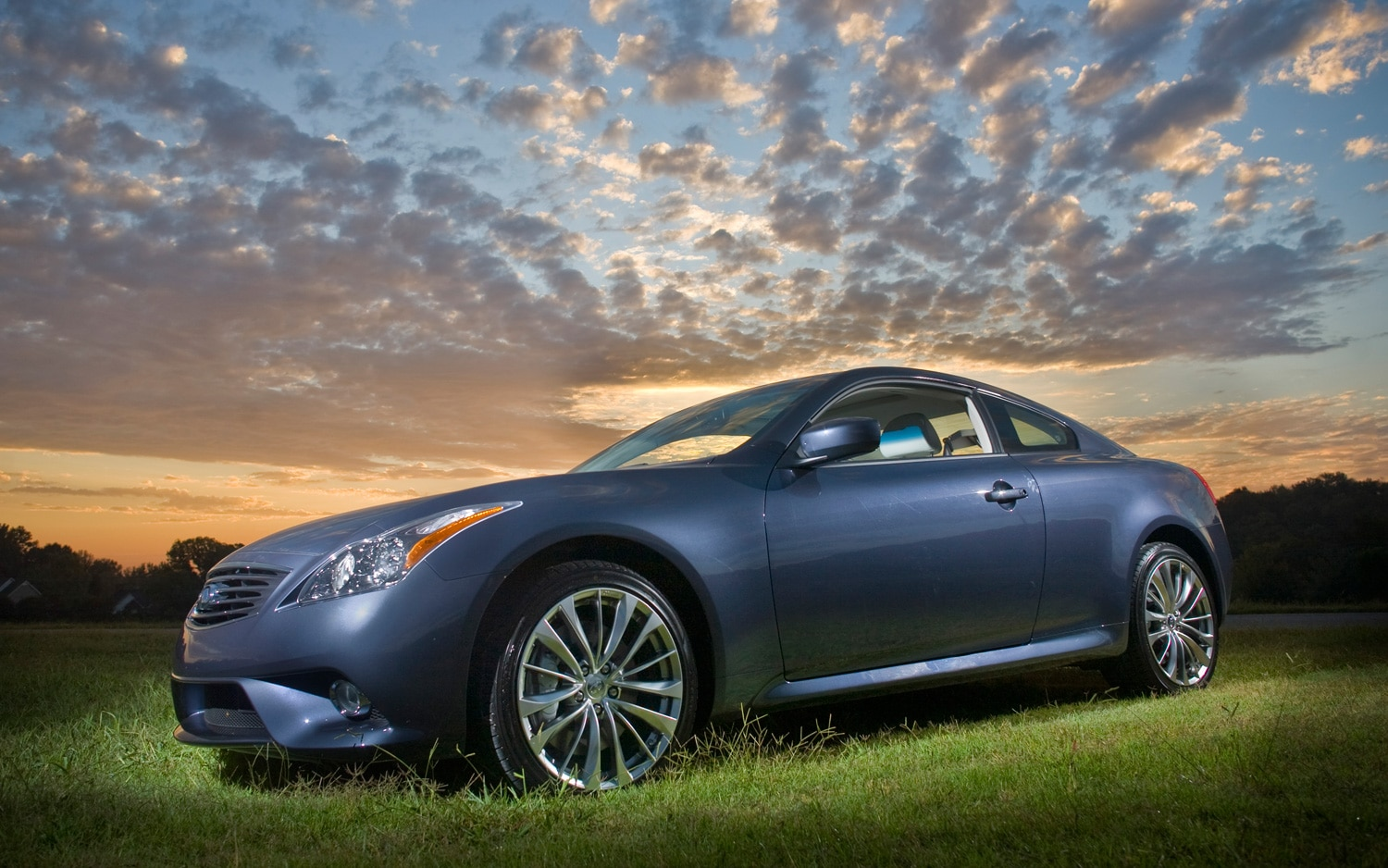 2013 Infiniti G37 Coupe Front Three Quarter1