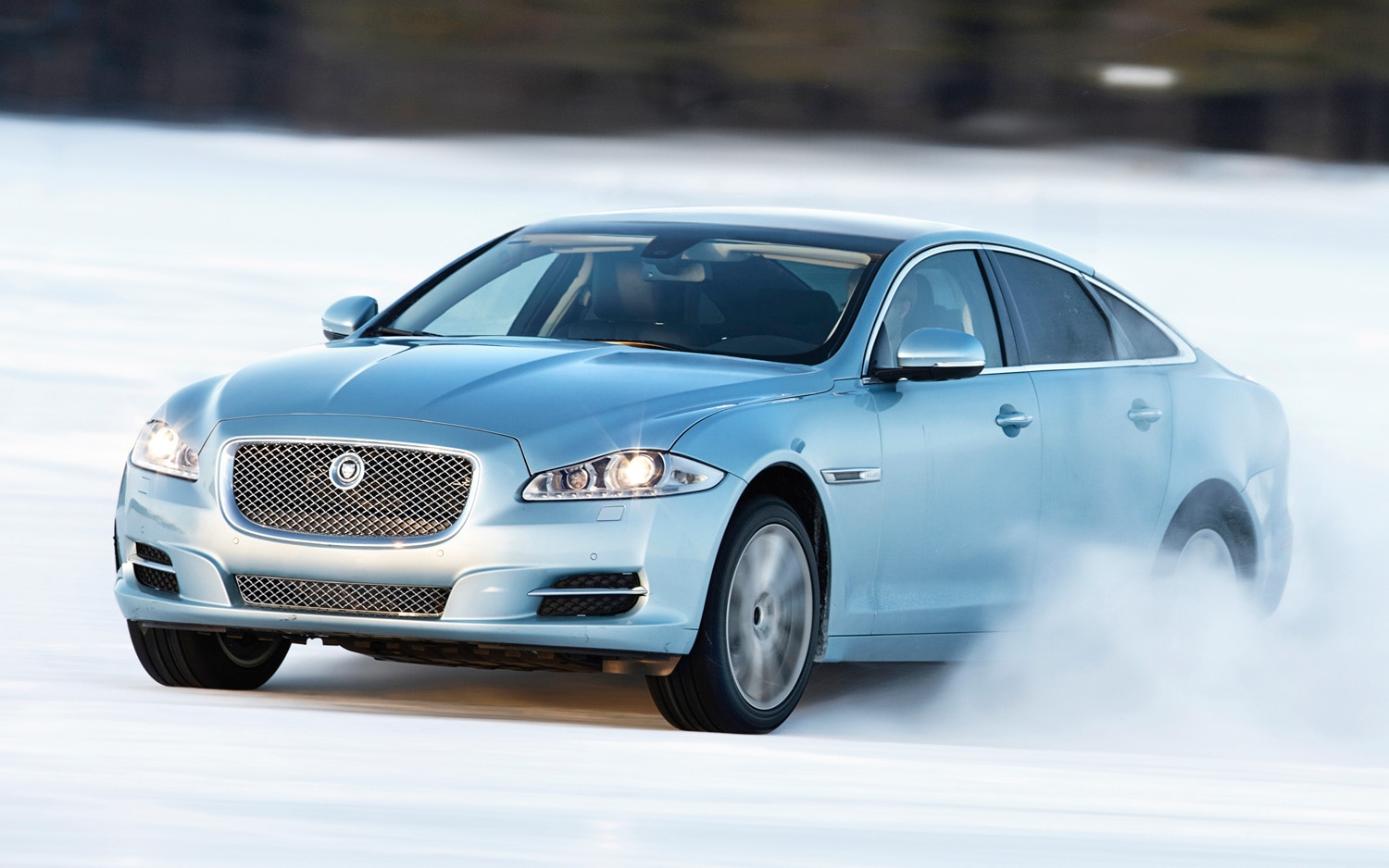 2013 Jaguar XJ 30 AWD Front View In Snow1