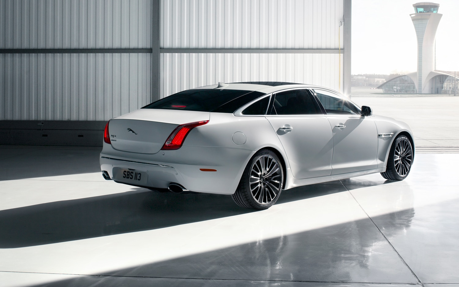 2013 Jaguar XJ Rear Three Quarter1