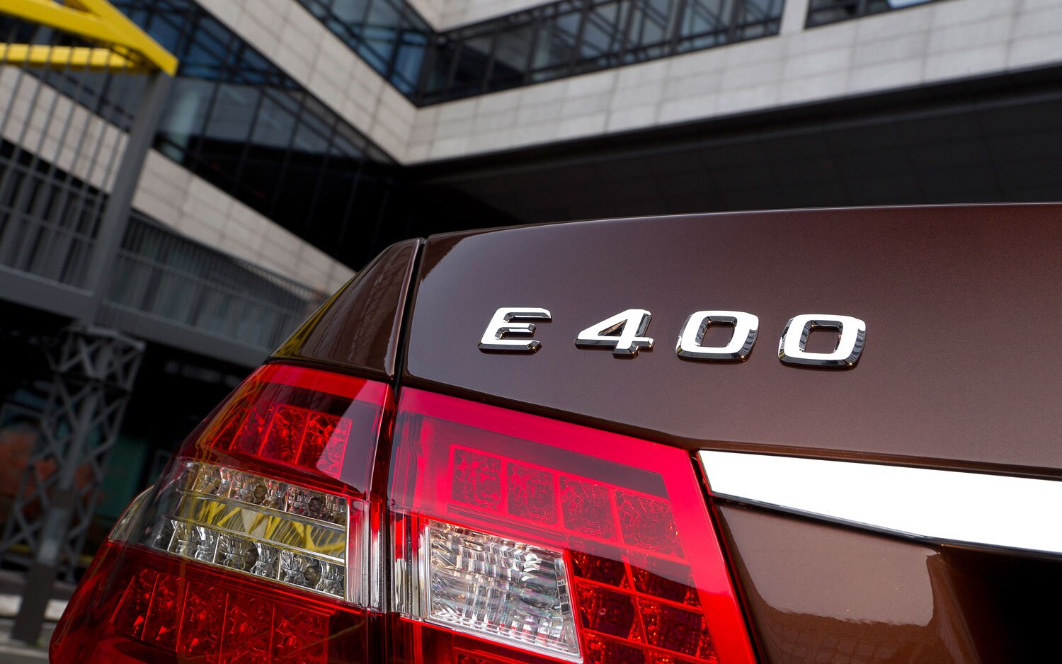 2013 Mercedes Benz E400 Hybrid Badge Closeup1