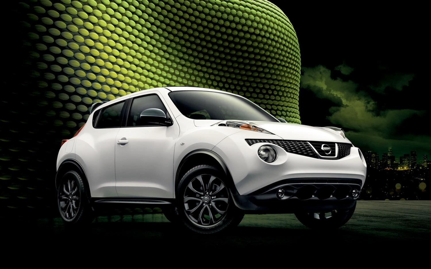 2013 Nissan Juke Midnight Edition White Front Three Quarter1