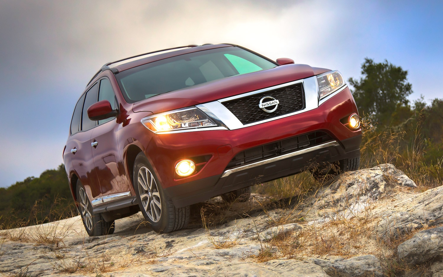 2013 Nissan Pathfinder Front Hero Shot1