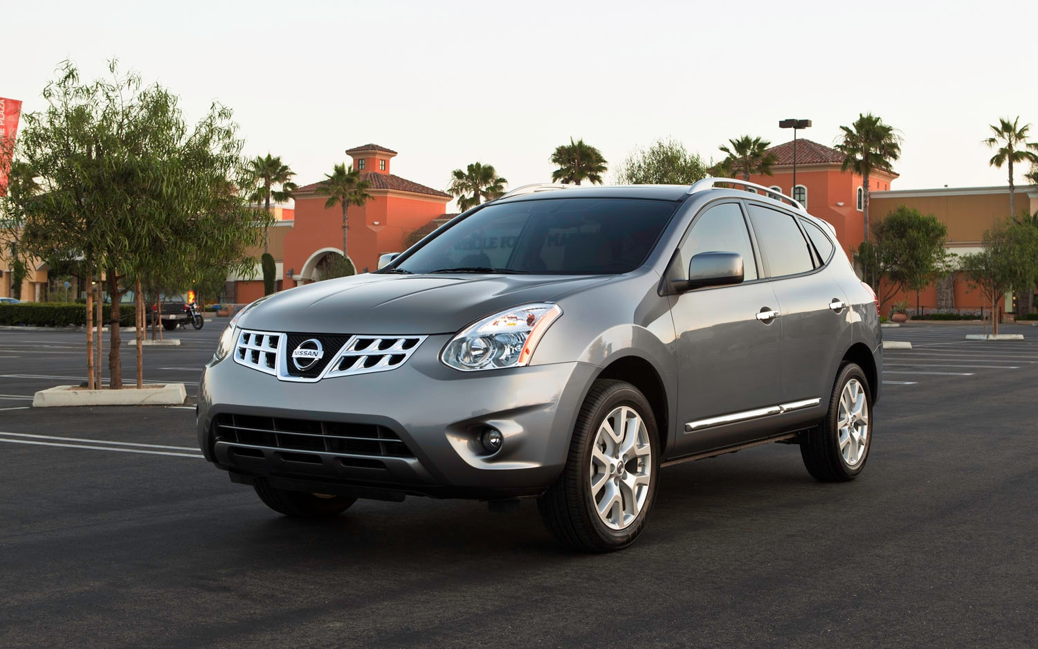 2013 Nissan Rogue Front Three Quarter1