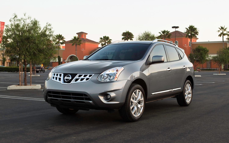 2013 Nissan Rogue Front Three Quarter1
