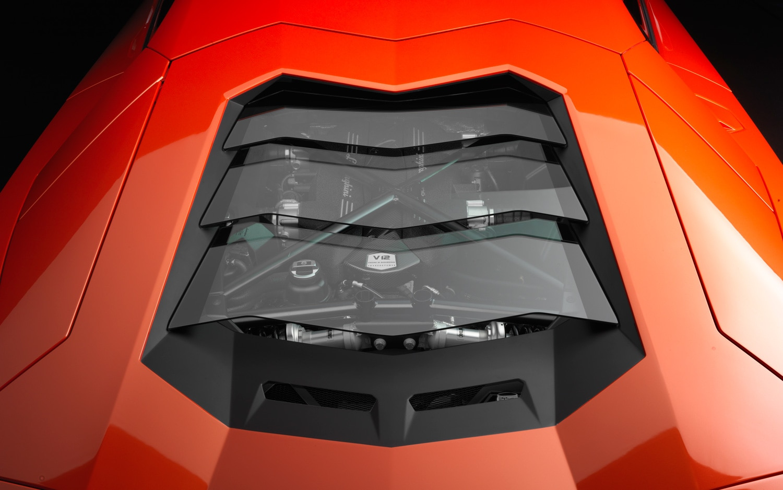 Lamborghini Aventador Engine 11