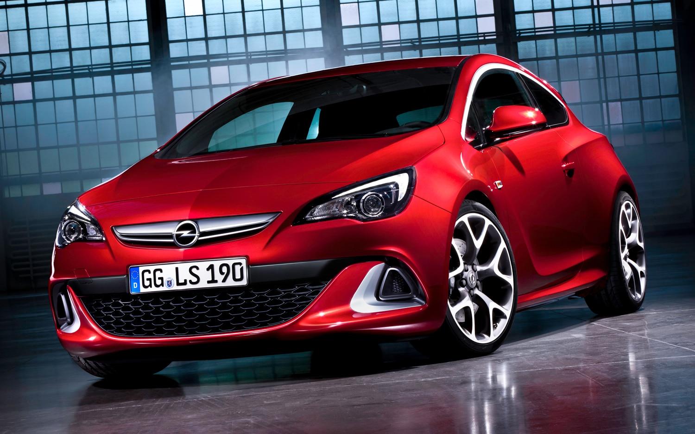 Opel Astra OPC Front Three Quarter