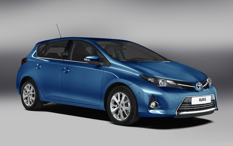 Toyota Auris Front Three Quarter1