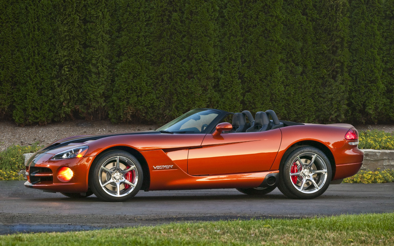 decades of venom our dodge srt viper drives through the years. Black Bedroom Furniture Sets. Home Design Ideas