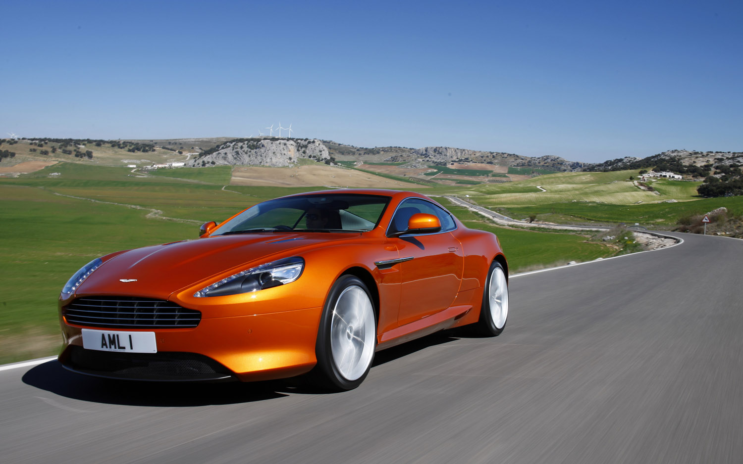 2012 Aston Martin Virage Front Three Quarter1