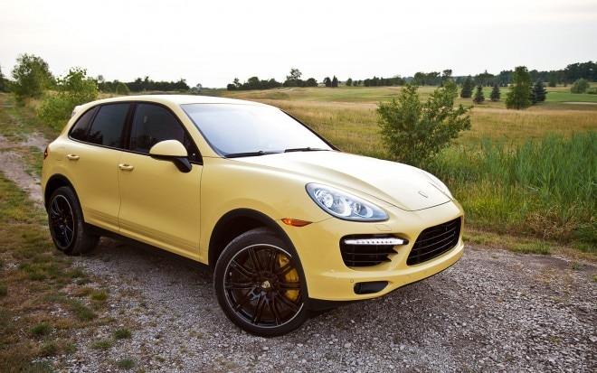 2012 Porsche Cayenne Turbo Front Right Side View1 660x413
