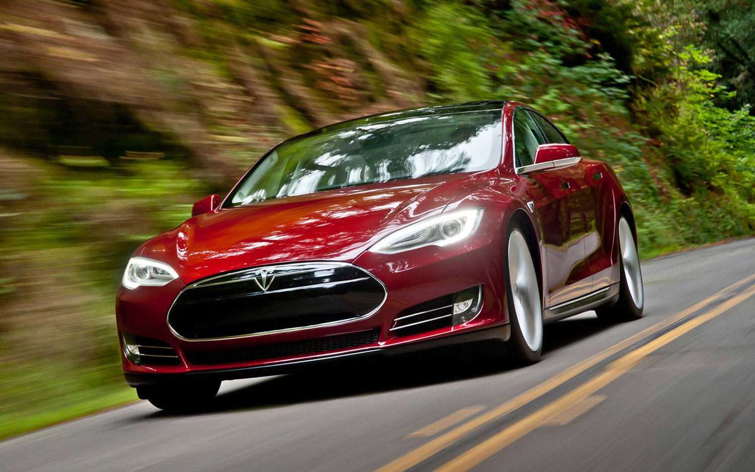 2012 Tesla Model S Signature Front Three Quarter1