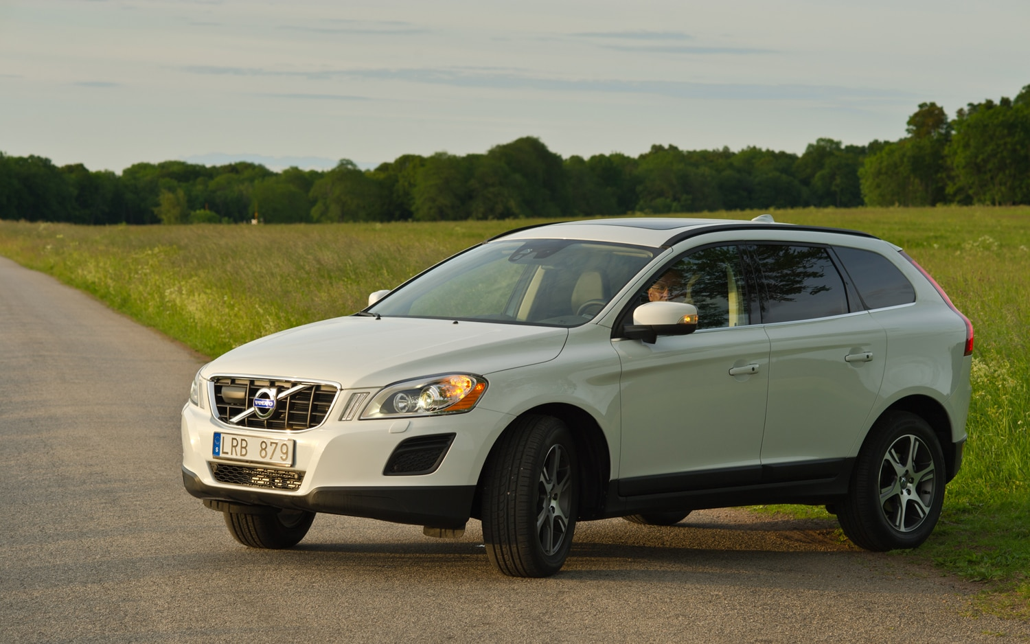 2012 Volvo XC60 R Design Front Left Side View1