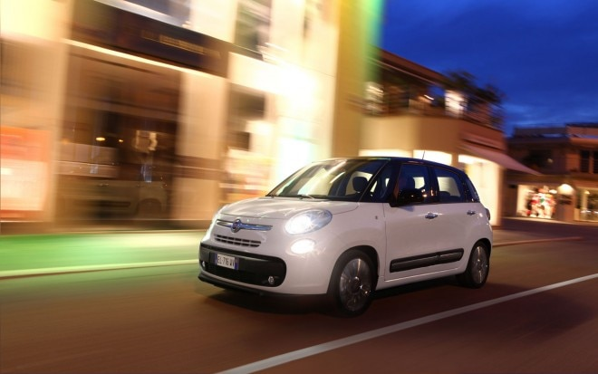 2013 Fiat 500L Front Three Quarter View At Night1 660x413