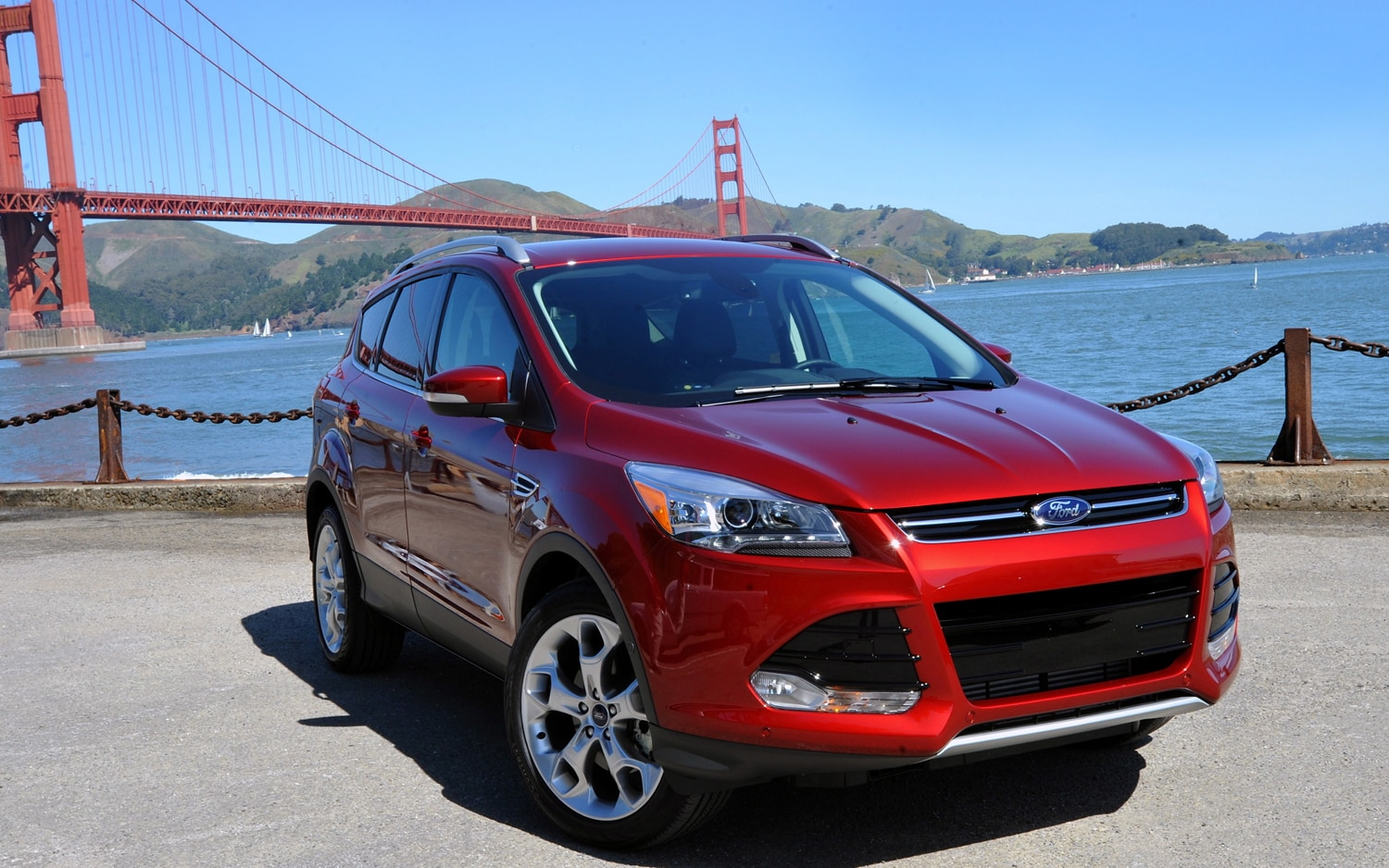 2013 Ford Escape Front Three Quarter11