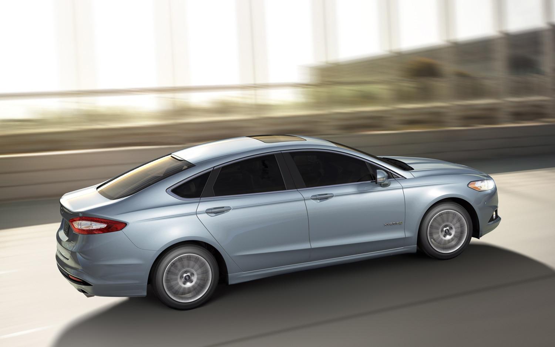 2013 Ford Fusion Hybrid Profile 11
