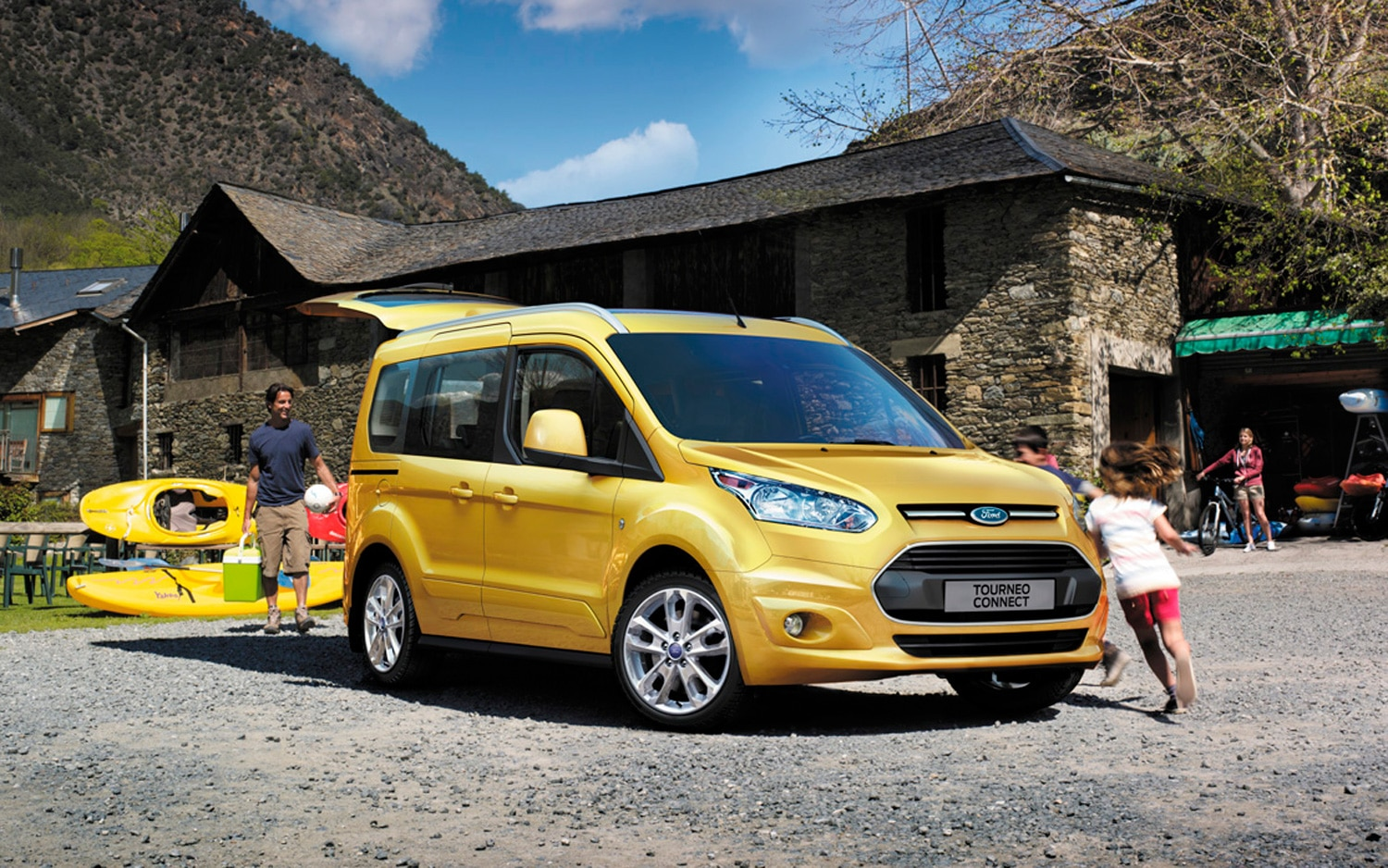 2013 Ford Transit Connect Wagon Front View In Yellow1