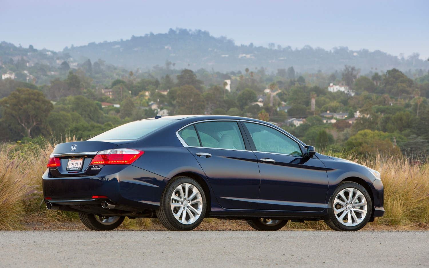 2013 honda accord first look automobile magazine for Honda accord used 2013