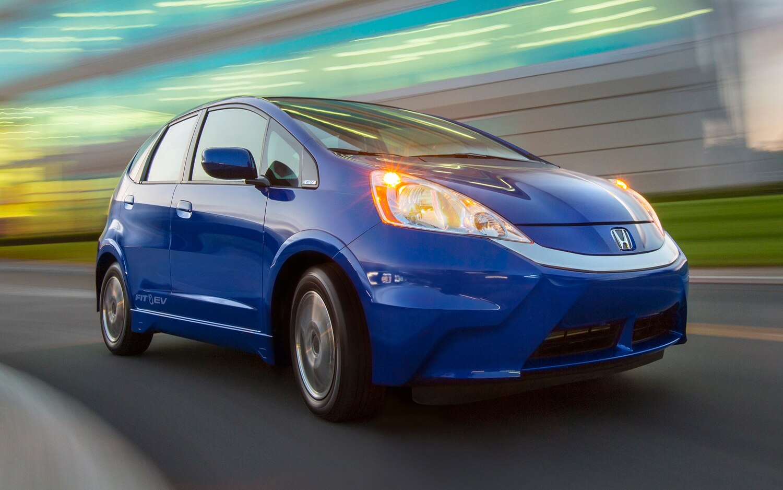 2013 Honda Fit EV Front Three Quarter Motion1