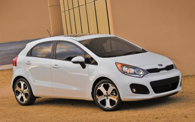 2013 Kia Rio SX Hatchback Front Three Quarter 21 660x413