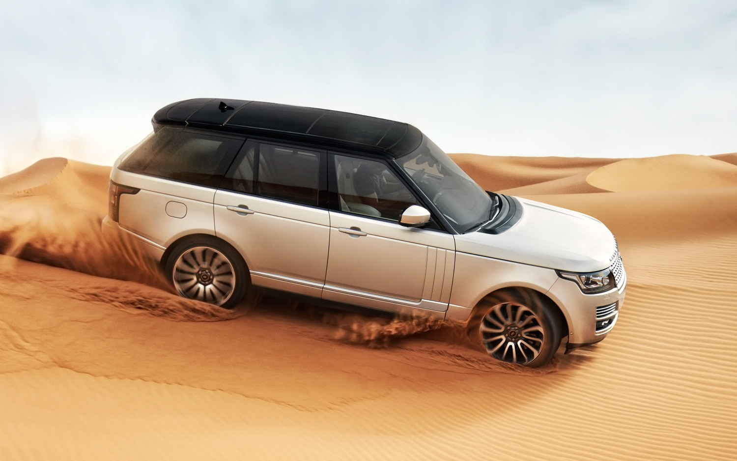 2013 Land Rover Range Rover Front Three Quarter Motion11