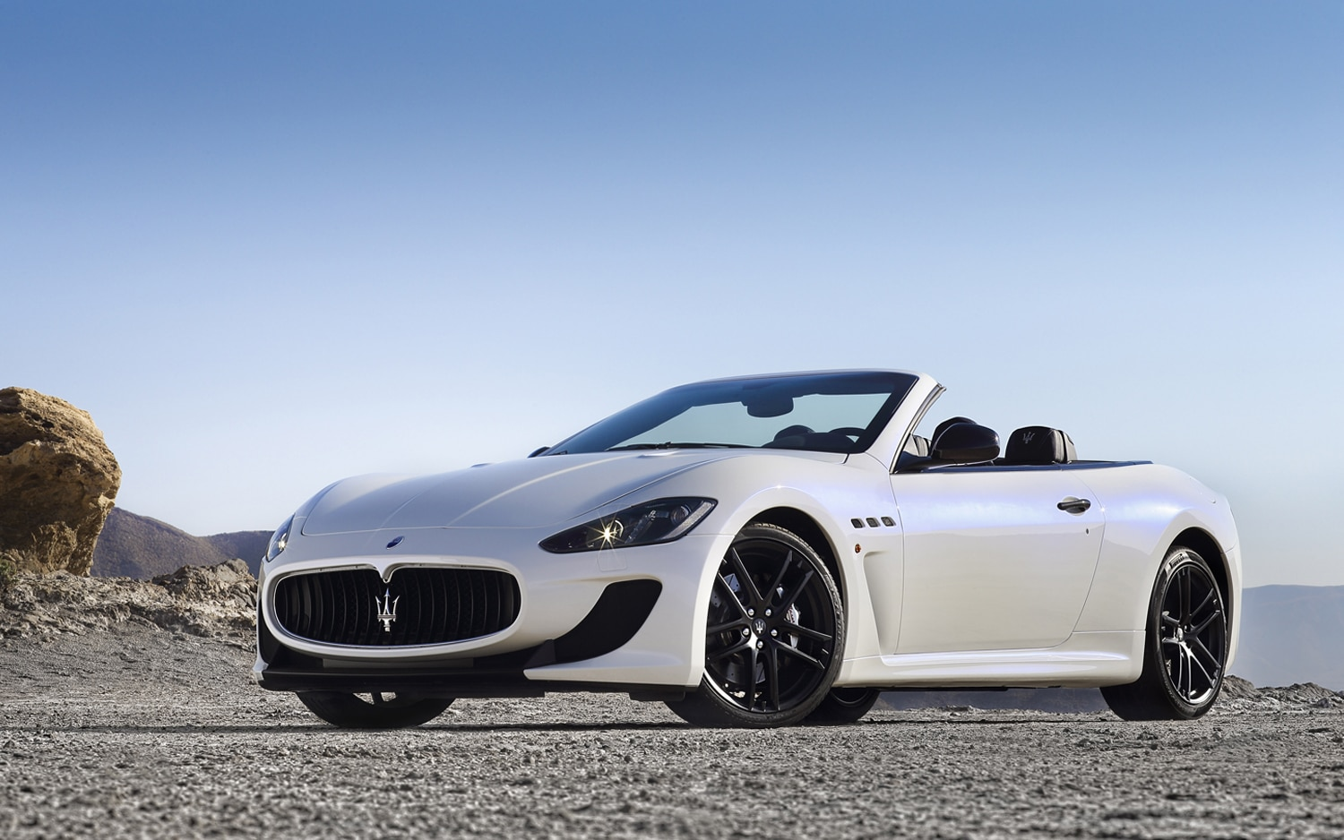 2013 Maserati GranCabrio MC Front Three Quarter 11