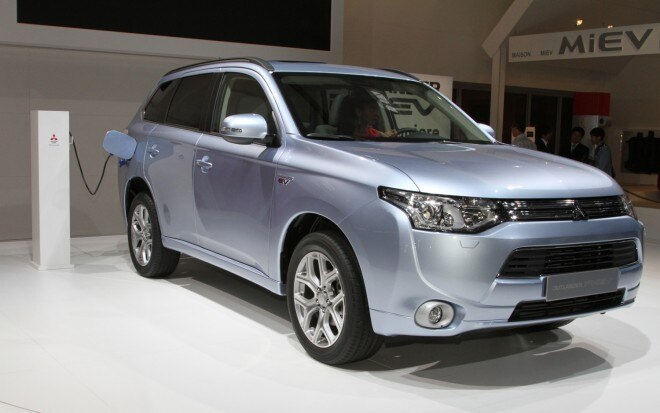 2013 Mitsubishi Outlander PHEV Front Three Quarter Plugged In1 660x413