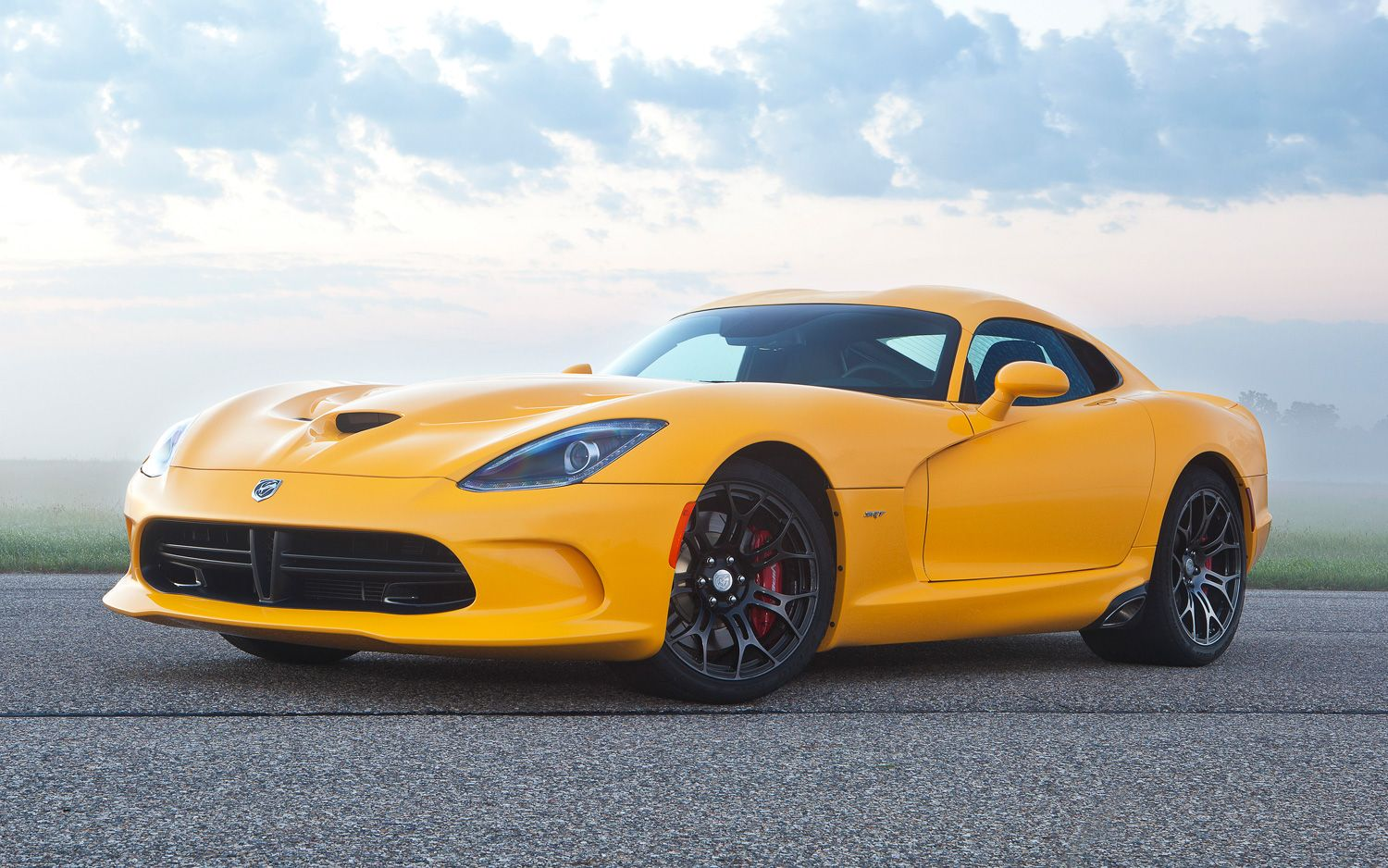 2013 SRT Viper Coupe Front Three Quarters View 211