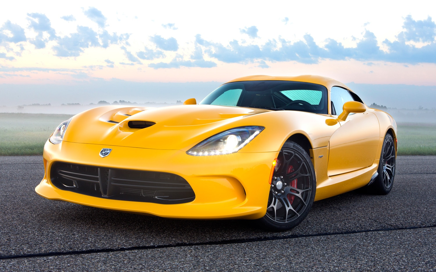 2013 SRT Viper Coupe Yellow Front View In Fog1