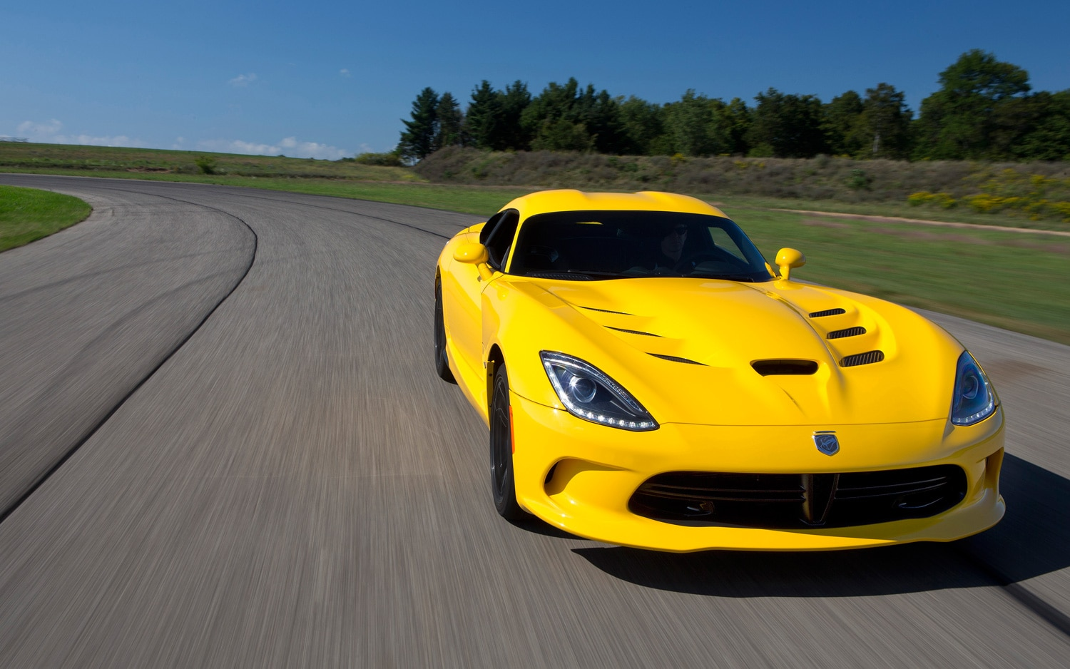 2013 SRT Viper Coupe Yellow Front View On Track2