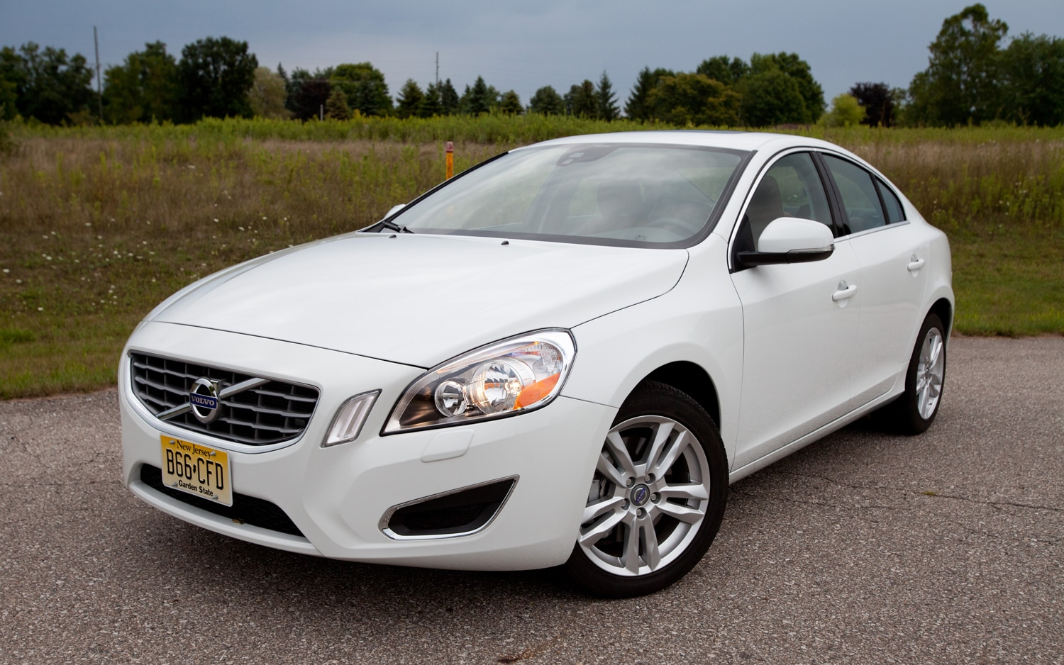 2013 Volvo S60 T5 AWD Front Three Quarters1